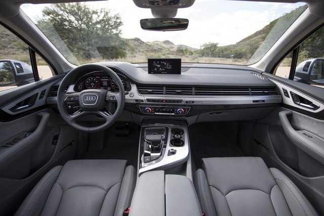 Audi Q7: фото обзор-интерьер