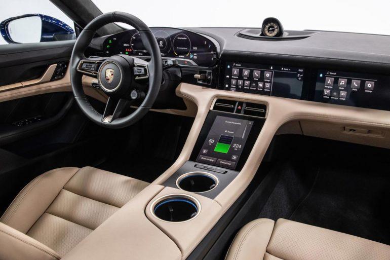 Электрокар Porsche Taycan салон