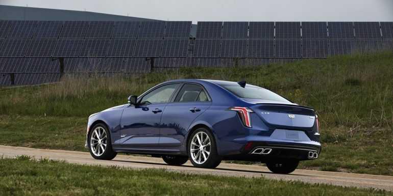заряженный седан Cadillac CT4-V