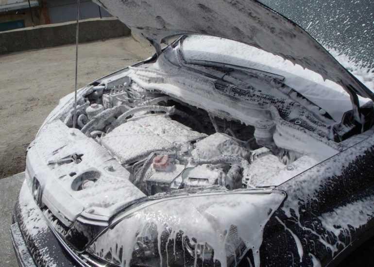 Нужна ли машине мойка двигателя