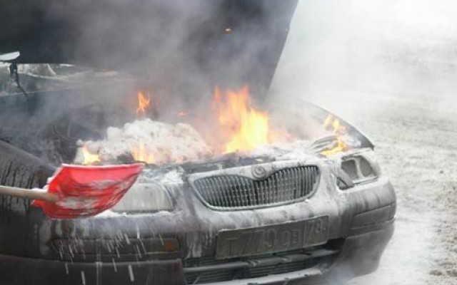 Что делать, если загорелся двигатель автомобиля, причины