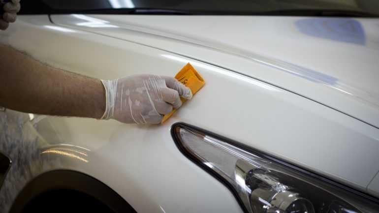 Как нанести жидкое стекло на поверхность автомобиля