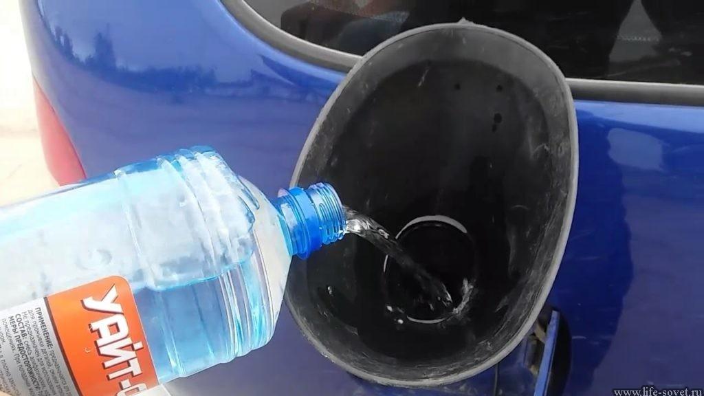 Ацетон нельзя лить бесконтрольно