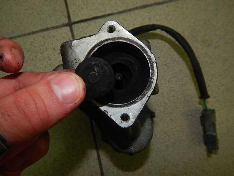 Детонация в двигателе. Неисправный EGR-клапан
