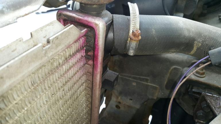 Из радиатора утекает охлаждающий агент