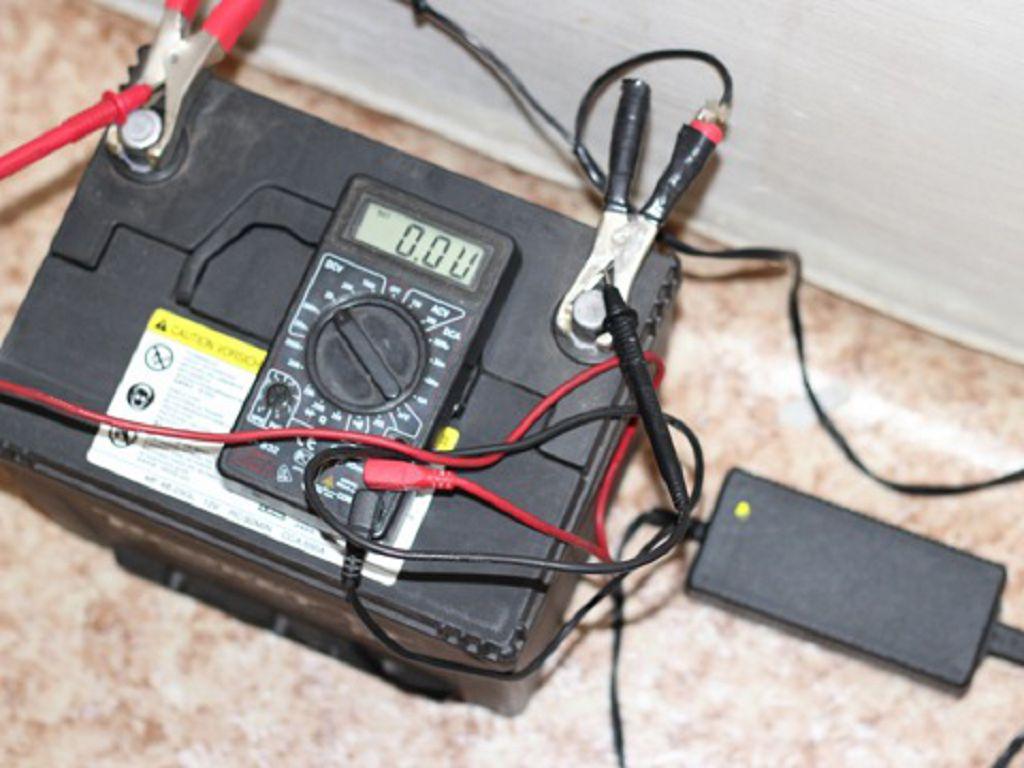 Как зарядить аккумулятор с помощью блок питания ноутбука
